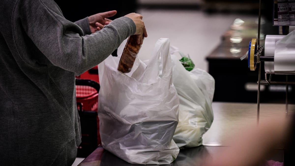 百美超市将征收塑料袋费用